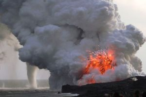 Extreme-Weather-Volcano-and-Waterspout-in-Hawaii