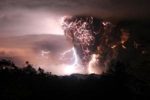 volcano lightning_b